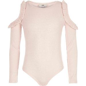 Pinker Body mit Schulterausschnitten