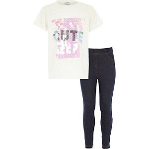 "Outfit mit weißem ""Cute""-T-Shirt und Jeggings"