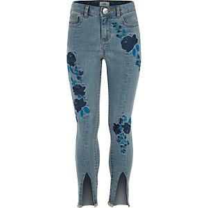 Amelie – Blaue, bestickte Jeans