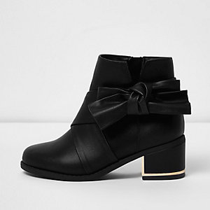 Girls black bow side block heel boots