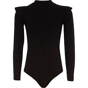 Schwarzer Body mit hohem Kragen und Rüschen