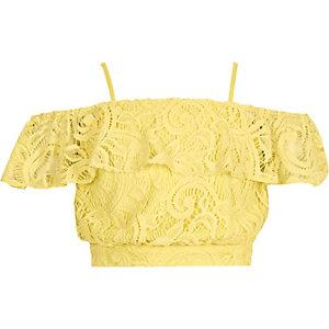 Gele crop top met bardothalslijn en kant voor meisjes