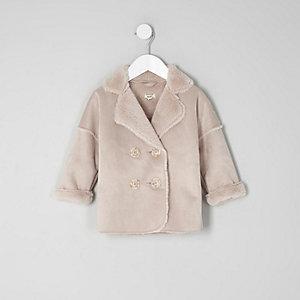 Pinker Mantel mit Fellbesatz
