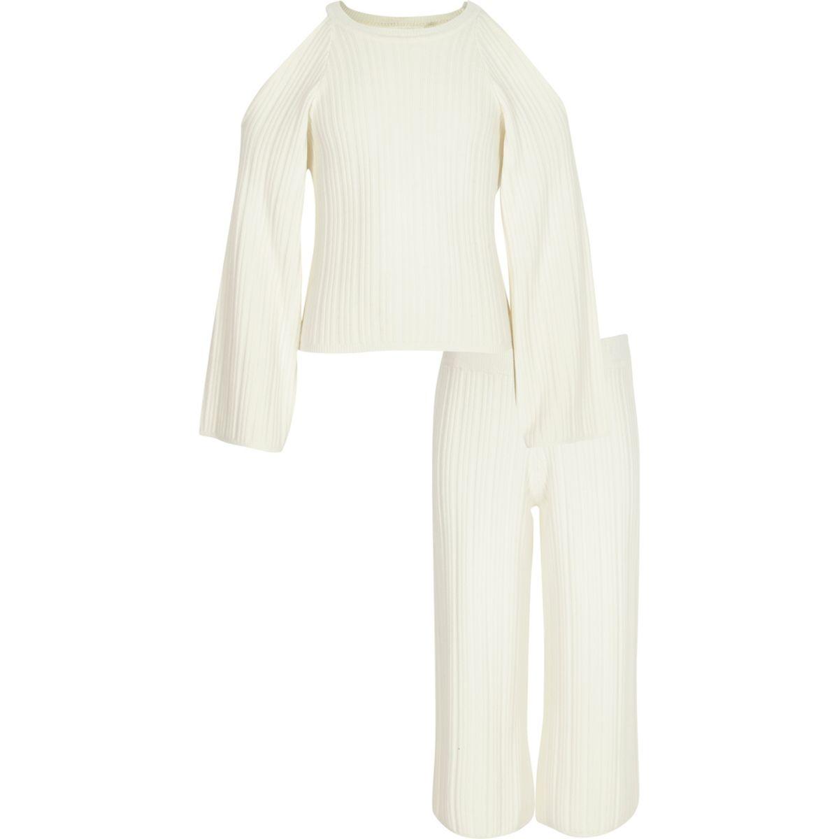 Outfit mit Strickpullover in Creme und Hosenrock