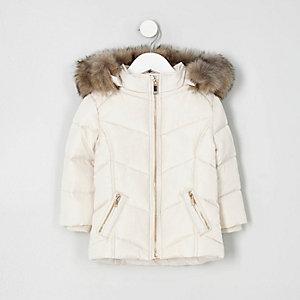 Wattierter Mantel in Creme mit Kunstfellbesatz