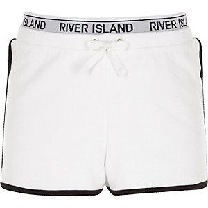 Weiße Lauf-Shorts mit RI-Logo