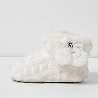 Girls cream fluffy pom pom bootie slippers