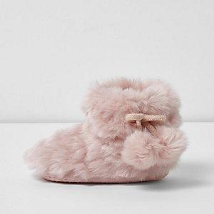 Chaussons duveteux roses mini fille