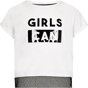 Wit T-shirt met 'girls can'-print en mesh inzetstuk voor meisjes