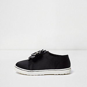 Mini girls black 3D flower slip on plimsolls