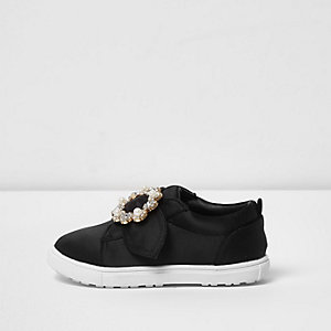 Mini girls black satin brooch plimsolls