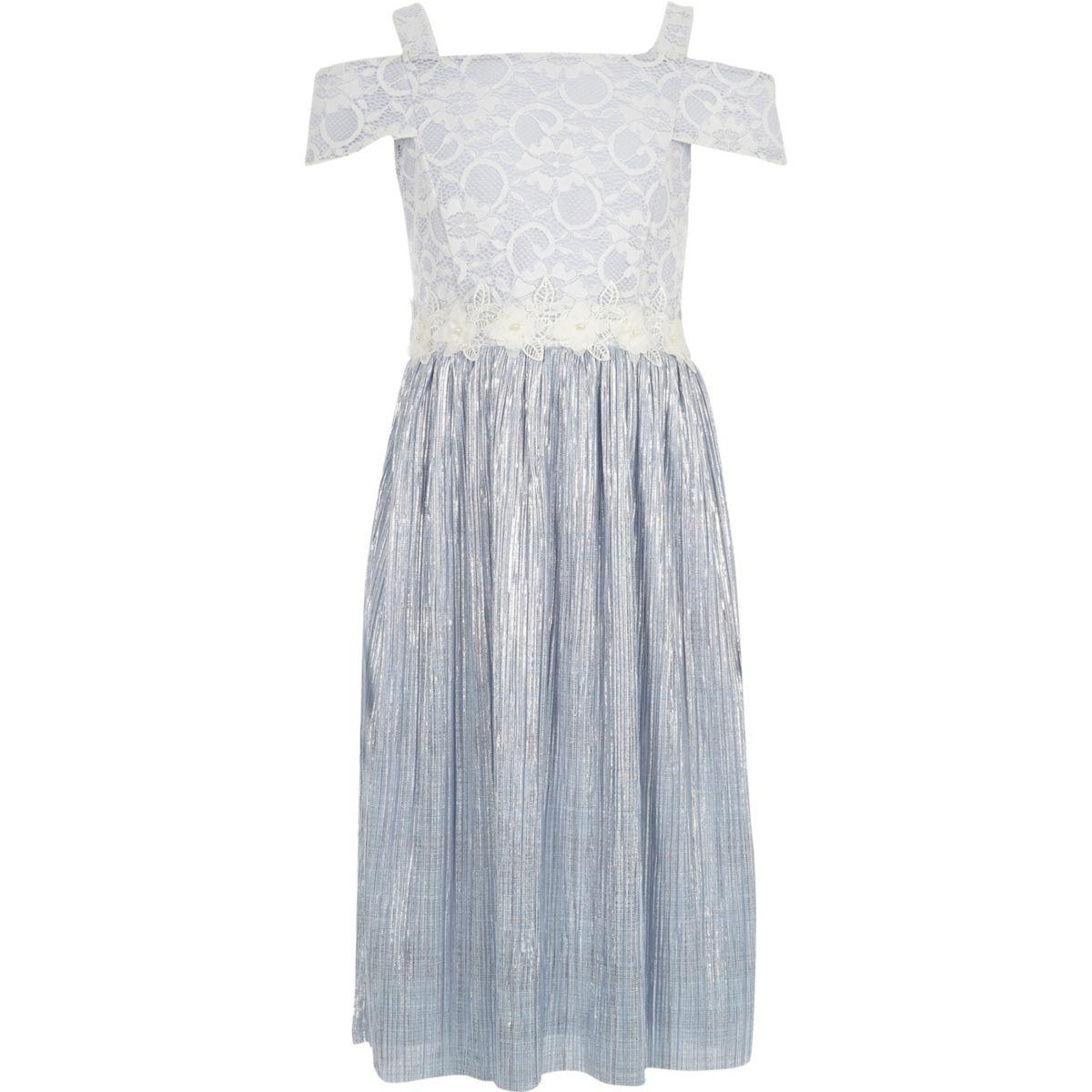 Hellblaues plissiertes Kleid mit Spitze