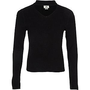 Schwarzer Choker-Pullover aus Rippstrick