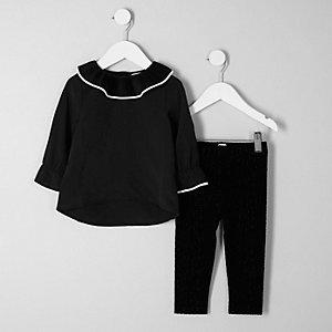 Outfit mit Leggings und schwarzem Oberteil