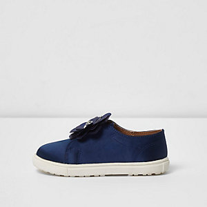 Mini girls navy 3D flower slip on plimsolls