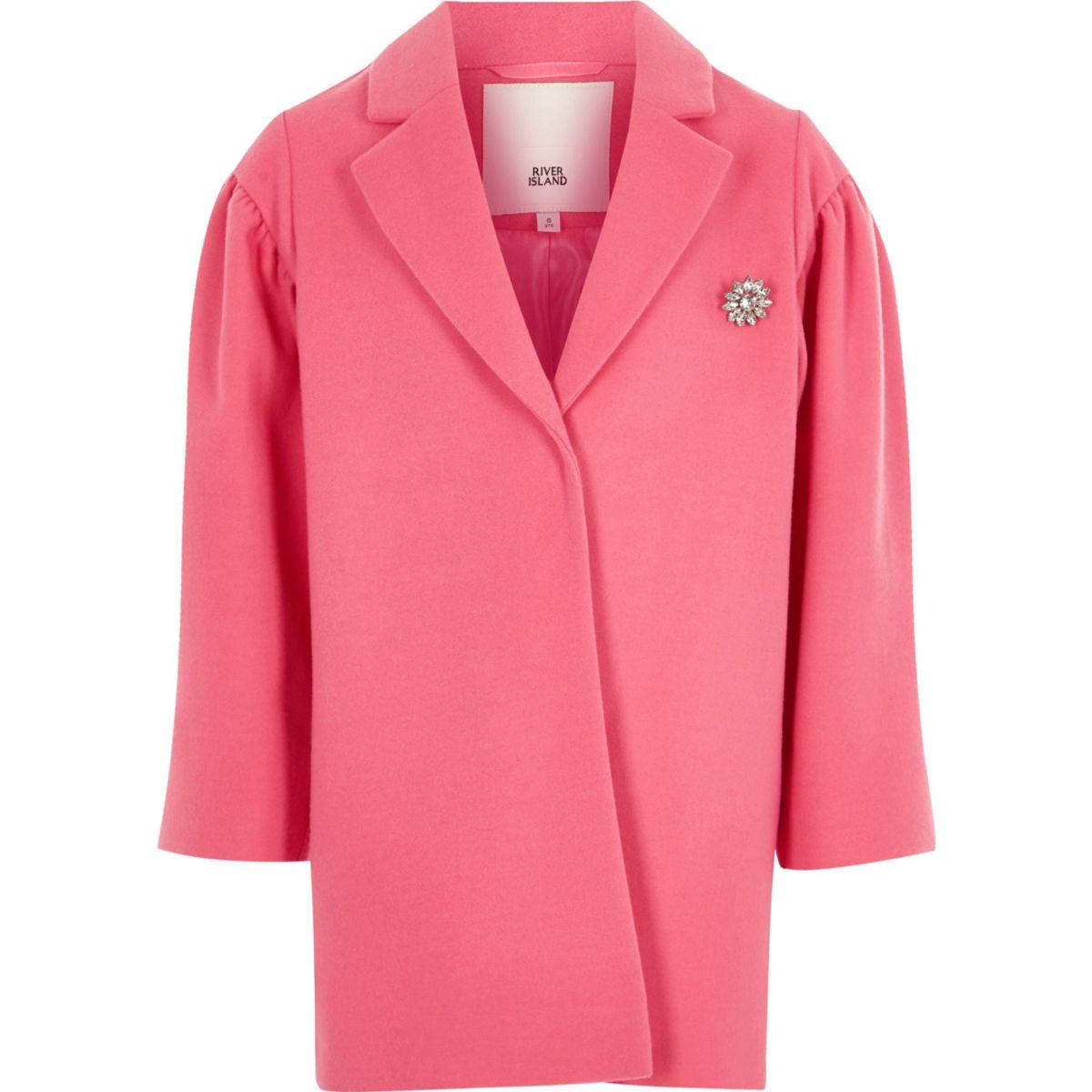 Manteau rose à manches bouffantes et broche pour fille
