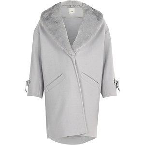 Manteau gris clair à bordure en fausse fourrure pour fille
