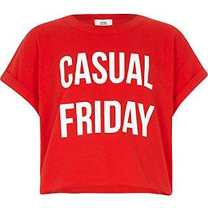 Rood kort T-shirt met 'casual Friday'-print voor meisjes