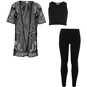 Outfit mit schwarzem, verziertem Kimono