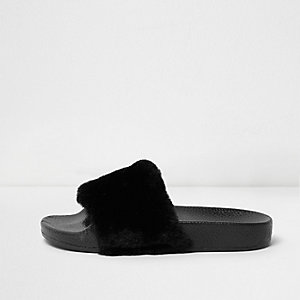 Girls black fluffy sliders