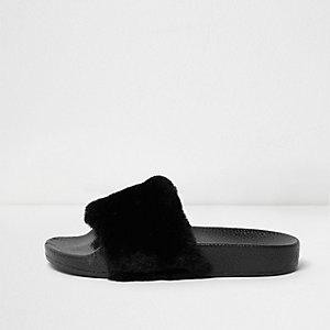 Claquettes noires duveteuses pour fille