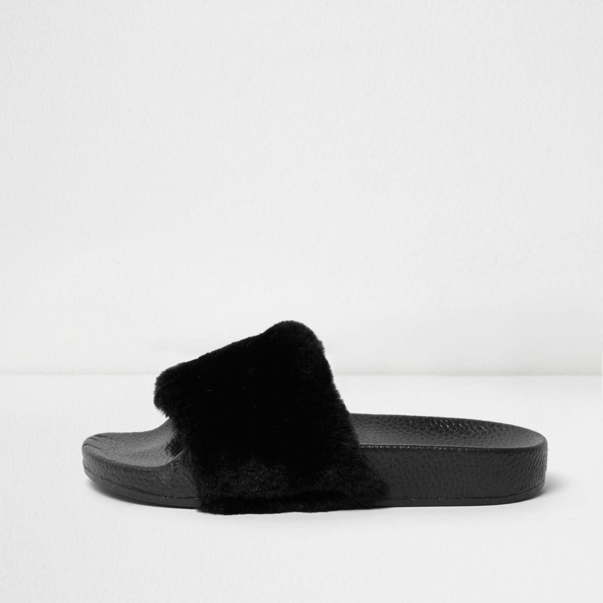 Girls black fluffy sliders