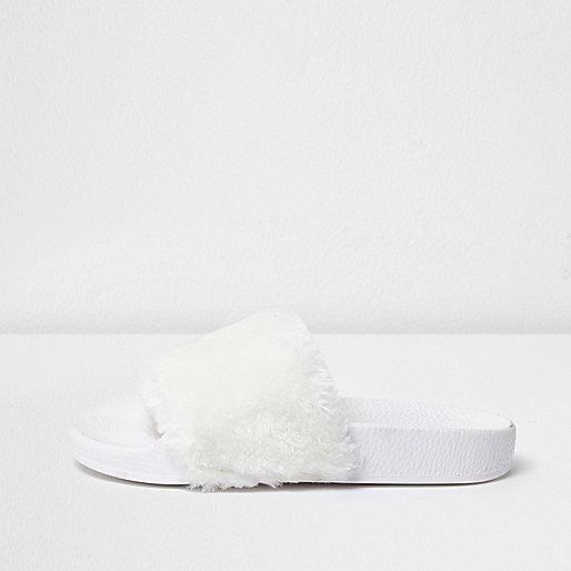 Girls white fluffy sliders