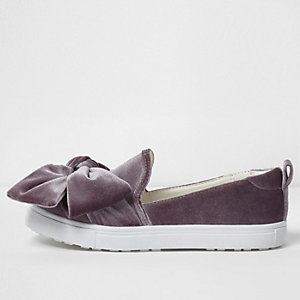 Girls purple velvet bow top plimsolls