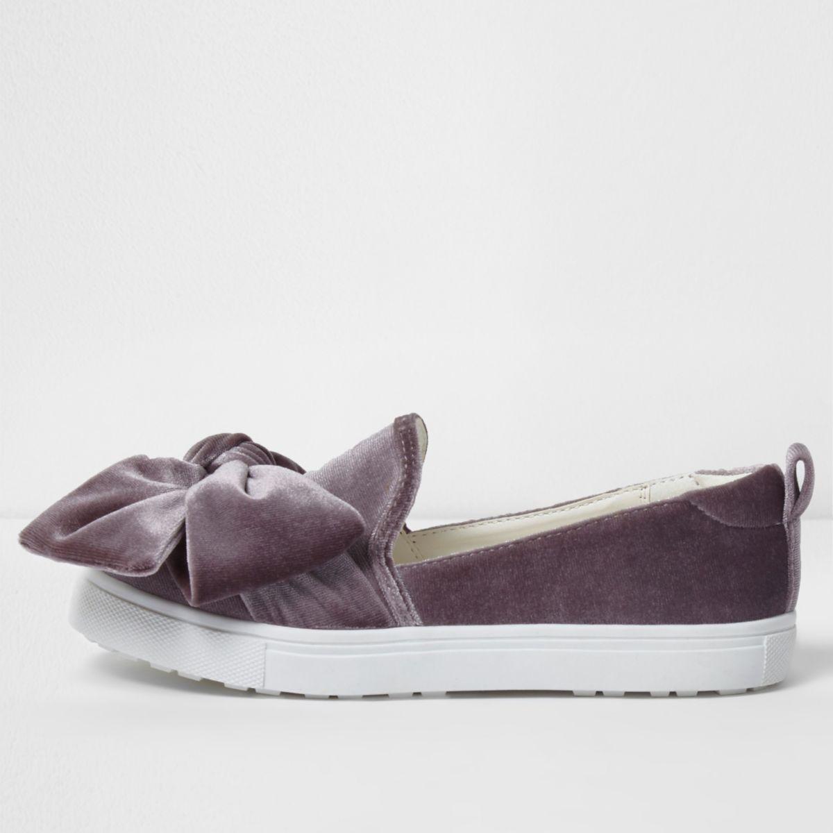 Girls purple velvet bow top plimsolls