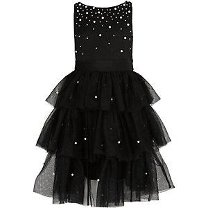Schwarzes Kleid mit Perlenverzierung