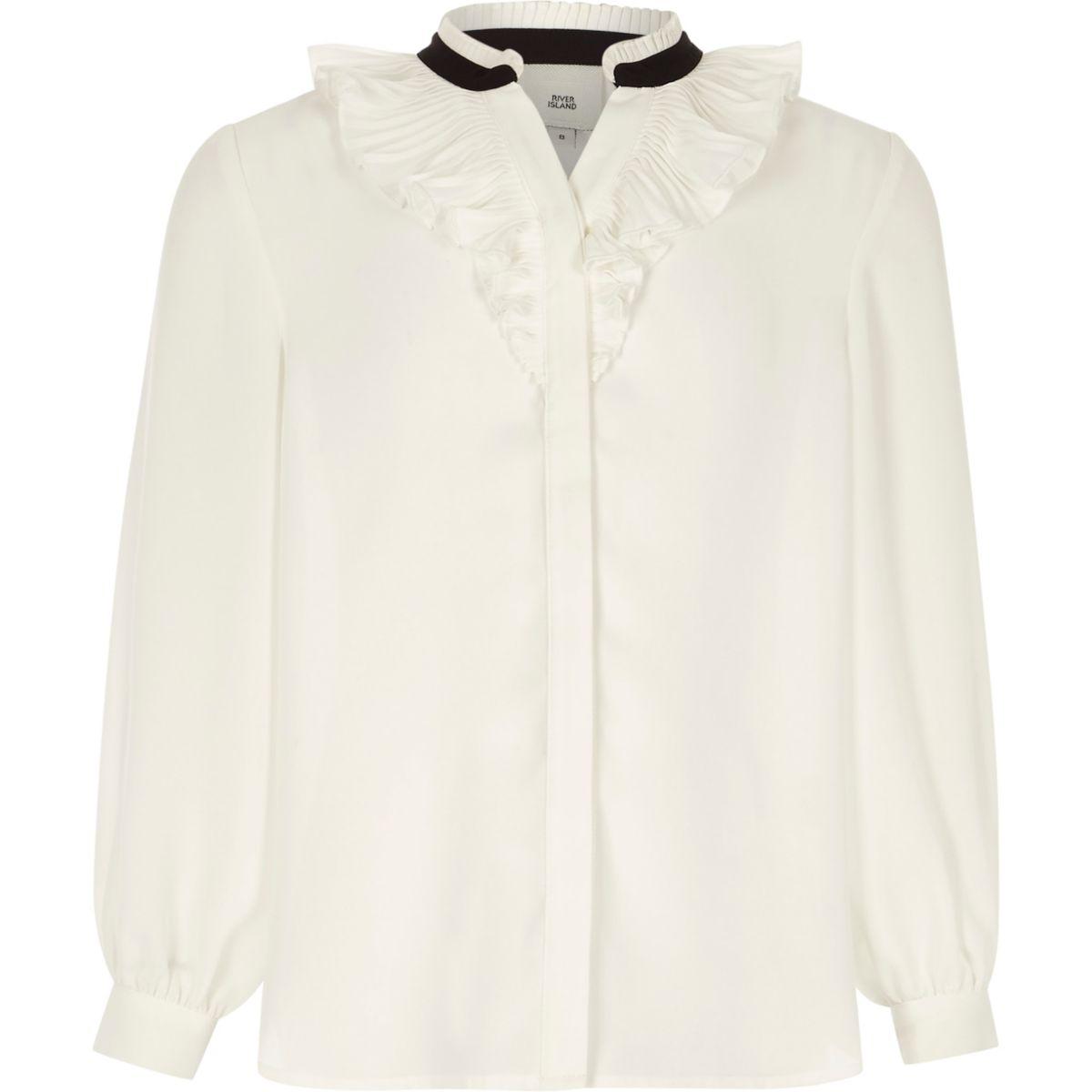 Weiße Bluse mit Rüschen