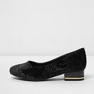 Zwarte fluwelen schoenen met barokmotief en reliëf voor meisjes