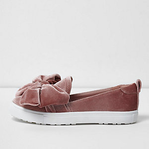Girls pink velvet bow top plimsolls