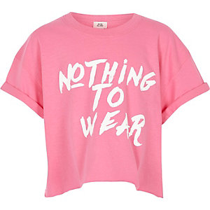 Roze cropped T-shirt met 'Nothing to wear'-print