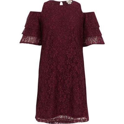 River Island Rode kanten schouderloze jurk met ruches voor meisjes.