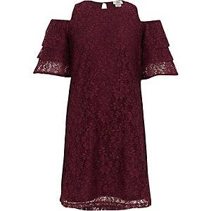 Rode kanten schouderloze jurk met ruches voor meisjes.