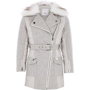 Manteau gris à ceinture et bordure en fausse fourrure pour fille