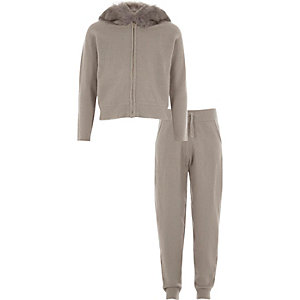 Girls grey faux fur trim knit hoodie outfit