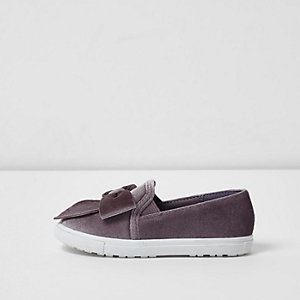 Mini girls grey velvet bow slip on plimsolls