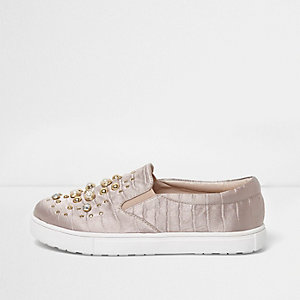 Girls light pink pearl embellished plimsolls