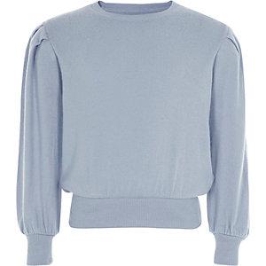 Hellblauer Pullover mit langen Puffärmeln