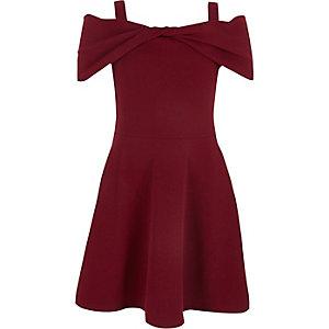 Rotes, schulterfreies Skaterkleid mit Schleife