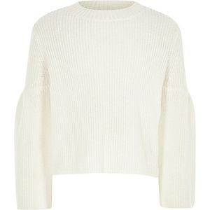 Pullover in Creme mit Zierausschnitten
