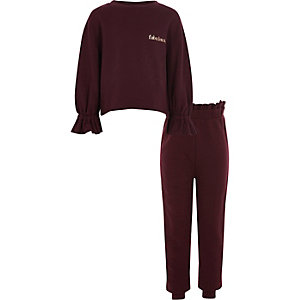 Outfit mit Sweatshirt in Bordeaux
