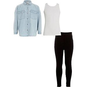 Outfit mit blauem Jeanshemd mit Kapuze