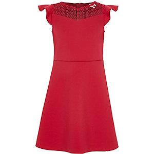 Robe rose foncé cintrée avec col haut au crochet fille