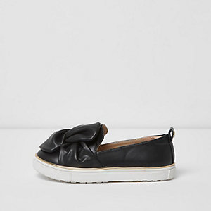 Girls black twist bow top slip on plimsolls