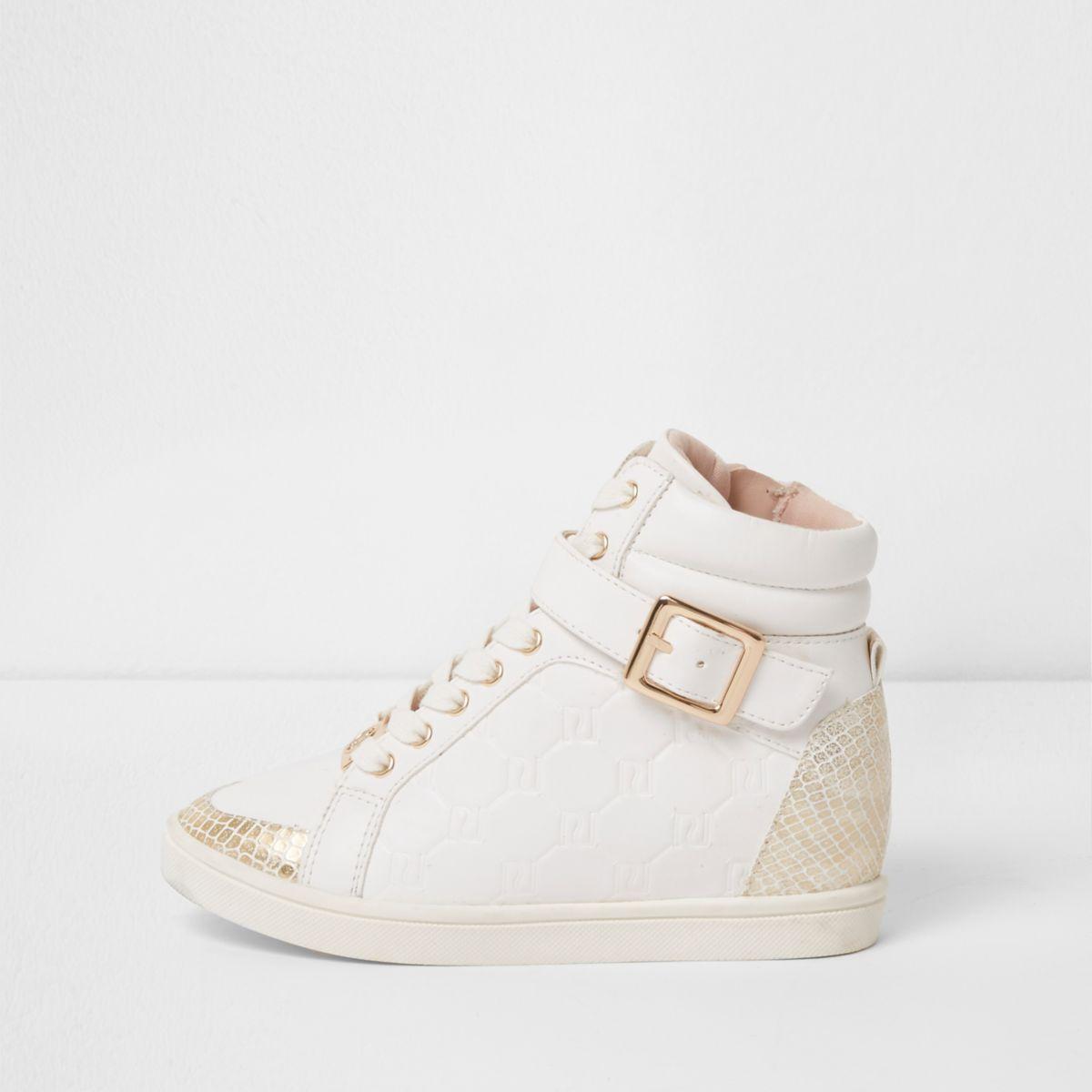 Weiße Hi-Top-Sneaker mit RI-Prägung und Keilabsatz