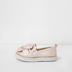 Mini girls pink twist slip on plimsolls
