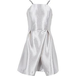 Robe argentée métallisée à jupe portefeuille et bretelles fines